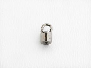 En pose med 20 stk. lukkede dupper til silketråd med lak, sølv, forgyldt sølv eller sortrhodineret sølv